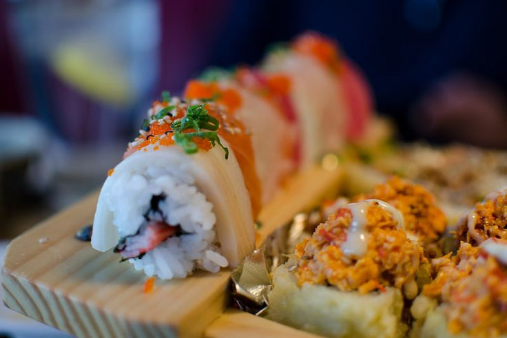US Sushi Boat - Rainbow Roll #sushi other sushi boards: http://www.pinterest.com/makesushiorg/sushi-videos/