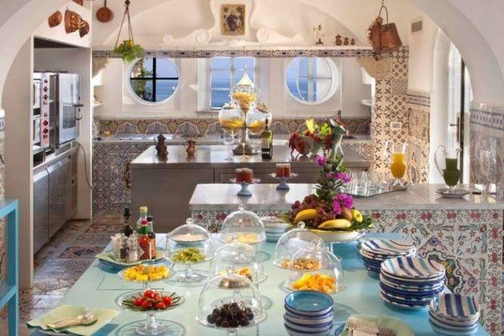 Cucina ricoperta di maioliche - Arredare con le piastrelle maioliche per una…