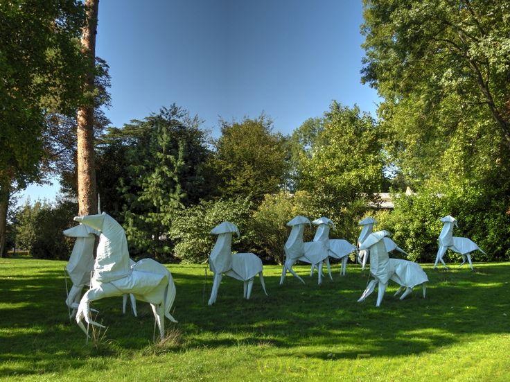 Domaine de la Grange-La Prévôté à Savigny-le-Temple - Oeuvre d'art : licorne et chevaux blancs