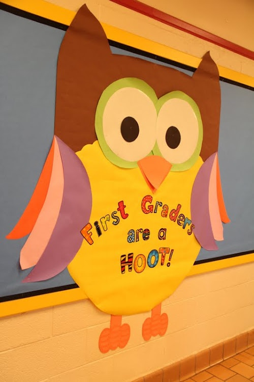 Bulletin board owl...cute!! I may use this as my back to school board :)