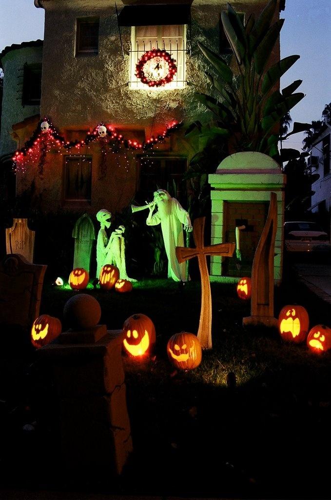 Great lighting. Haunted Mansion inspired Halloween yard display