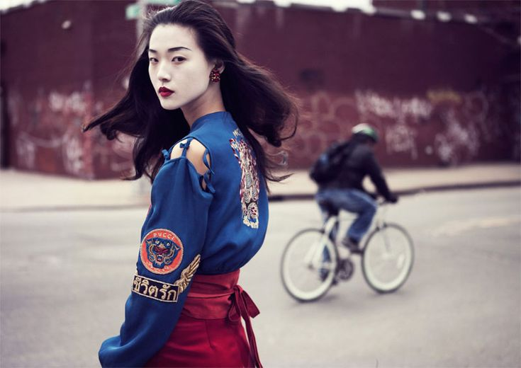 Memoirs of a Geisha – For its May 2013 cover story, Elle Vietnam gets inspired by the Japanese-influence of spring collections and Geisha beauty.