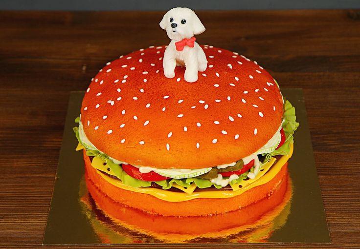 """Торт """"Гамбургер""""  Ищите оригинальные идеи оформления тортов? Если большинство вариантов кажутся весьма заурядными, предлагаем dам оформить торт в виде гамбургера. Это отличная идея сюрприза для всех любителей фаст-фуда  С радостью изготовим для вас этот оригинальный тортик от 3-х кг и всего за 2350₽/кг Стоимость изготовления #фигуркиизмастики собачки включена в стоимость.    Специалисты #Абелло готовы помочь с выбором красивого и качественного десерта по любому поводу по единому номеру…"""