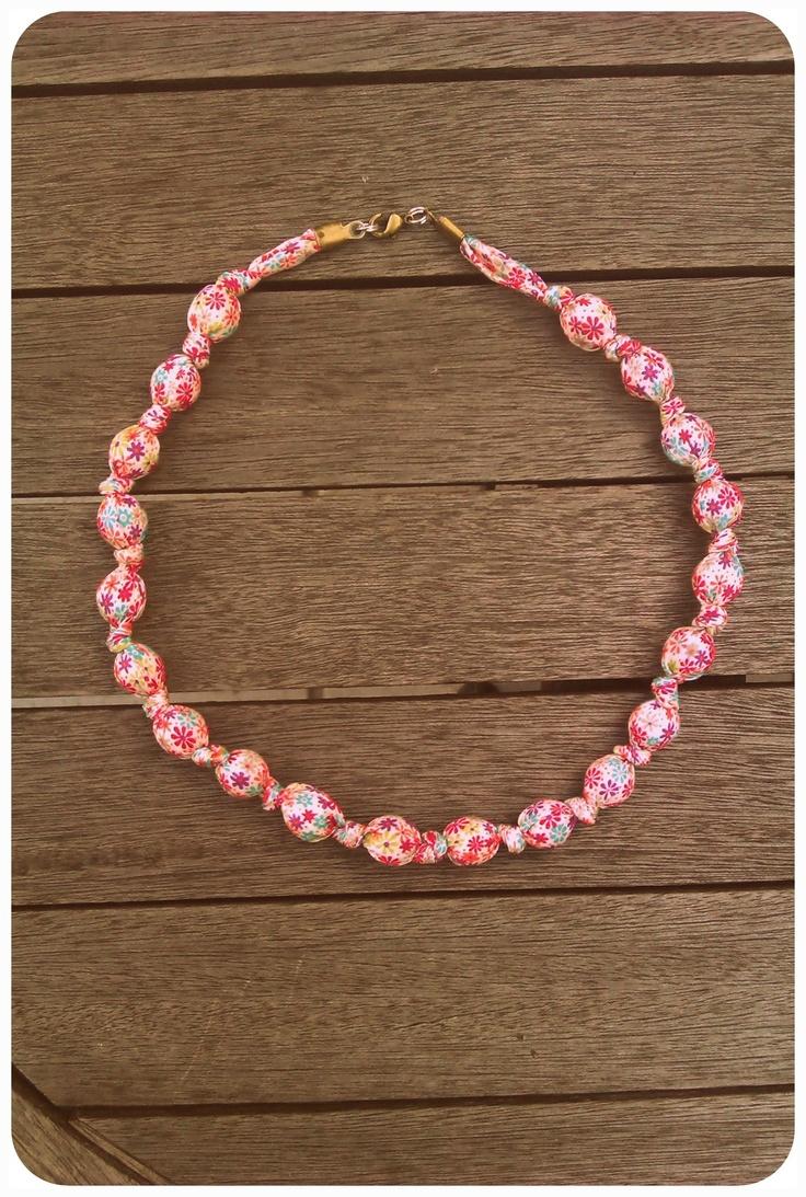 Bracelets et collier en biais liberty et perles (tuto)