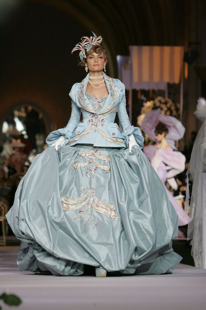 623 best couture john galliano images on pinterest high for Haute couture history