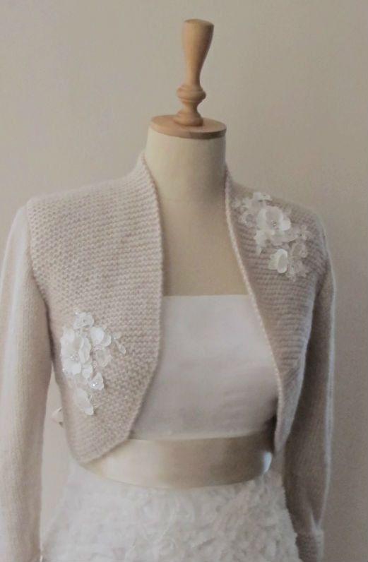 Diese Hochzeit Bolero worden in Mohair mit stricken Technik erzielt... Ich habe Perlen Spitze für die Dekoration. Diese Bolero kann Braut