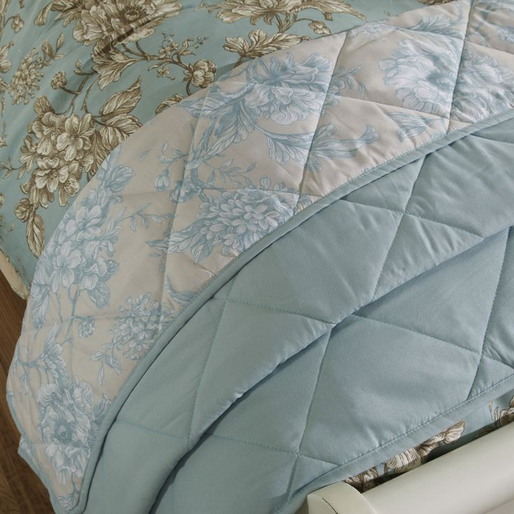 iLiv Aquitaine Floral Quilted Throw - Eau De Nil