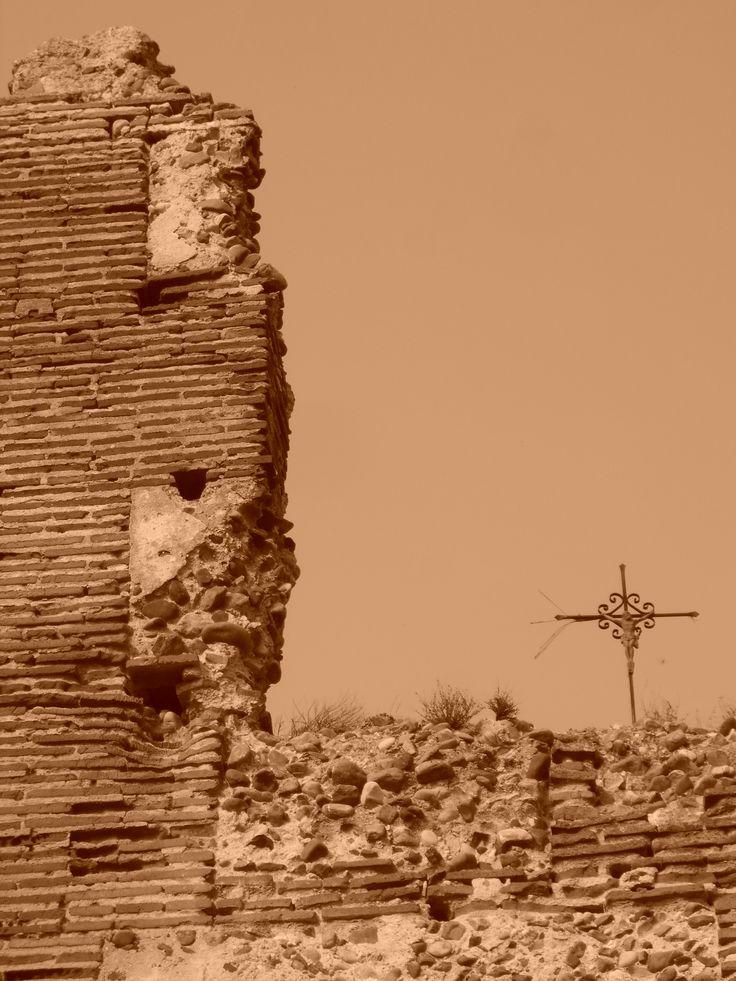 Cruz sobre la muralla del Castillo de Villalba