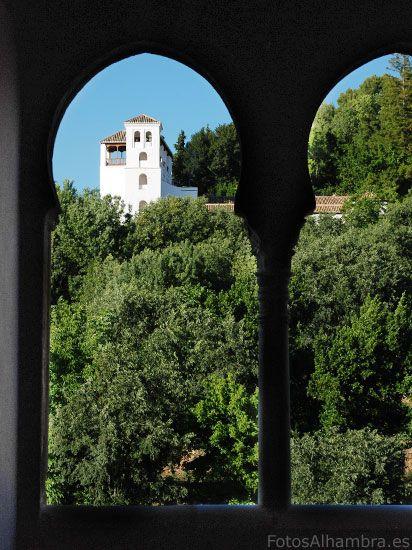 Vista del Generalife desde la Torre de los Picos en la Alhambra