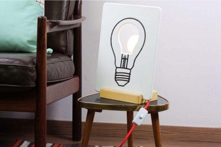 De Drawlamp van DOIY. De Draw Lamp is een keramische lamp waar je op kan schrijven en tekenen. Geef je lamp een moderne of ouderwetse kap of ontwerp je eigen lamp. #lamp #huisdecoratie #cadeau