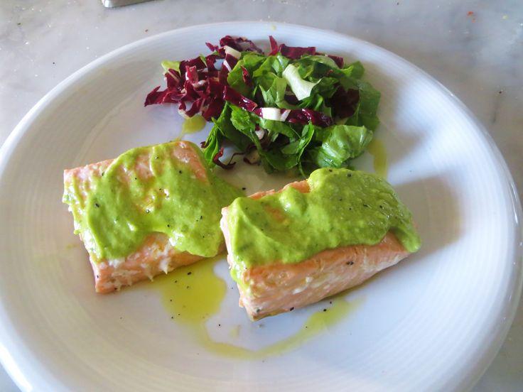 In questa semplicissima ricetta il salmone cotto in forno viene servito cosparso da una salsa di prezzemolo, succo di limone, olio extravergine d'oliva, sale e pepe, ottenuta emulsionando con un frullatore la marinata del pesce stesso. Un piatto leggero che non contiene uova, latticini e glutine. Potete trovarlo anche nella sezione la cucina intollerante : […]