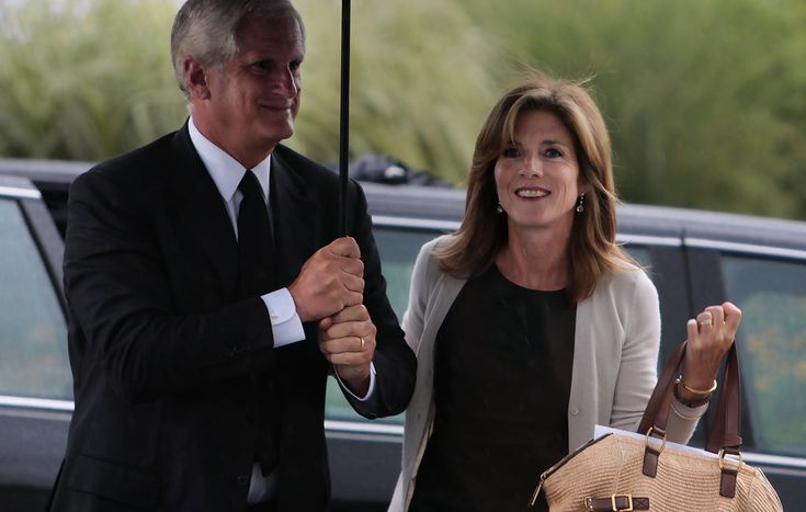 Caroline Kennedy and Edwin Schlossberg Photo - Mourners Attend Celebration Of Life Memorial Service For Ted Kennedy