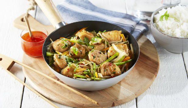 Wok og sjømat er en god kombinasjon. Kveite passer godt i woken siden det er en fast og fin fisk. Bruk de grønnsakene du liker og server med ris.