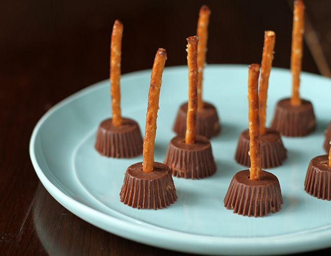 Halloween Witches Brooms: So Easy!