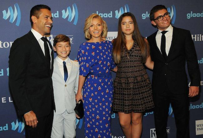 Kelly Ripa with her family members...