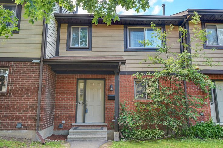 TANGLEWOOD $239,000 ID#22503 Great Starter/Investor! 3 bd, 2 bth w/many updates. Backs on Open Space. Prime location w/20 m. walk to many Shops. Nr DND, schools..No car needed! Your kids will love it
