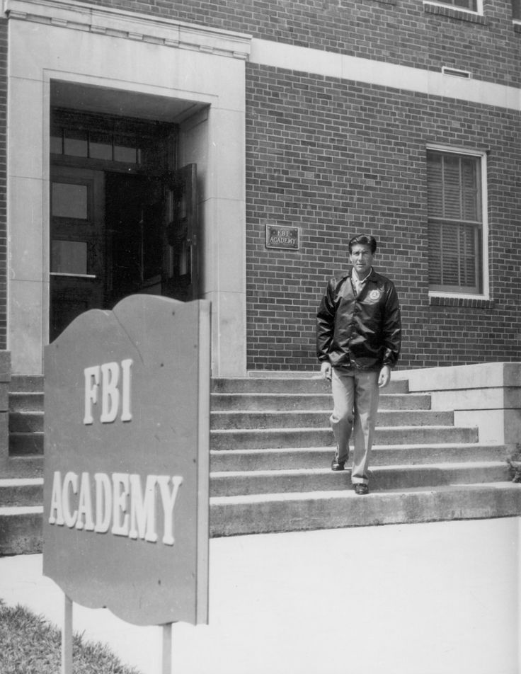 Actor Efrem Zimbalist, Jr. leaves the FBI Academy in Quantico, Virginia circa 1965-67. (2228×2884)