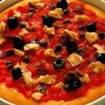Pizza con il tonno alla calabrese, ecco come prepararlaUna ricetta unica, visto che noi italiani siamo conosciuti per la bontà delle nostre pizze e visto che siamo ghiotti della pizza, eccone qui una semplice e veloce da fare, con dell\\\'ottimo tonno in versione calabrese. Per la ricetta basterà della pasta, ...