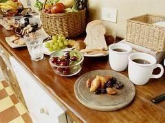 Les règles d'or du brunch ! Brunch : ce terme anglais est la contraction de breakfast' (petit déjeuner) et lunch' (déjeuner). Ce concept, idéal pour les lève-tard, permet d'associer les deux repas en fin de matinée pour n'en faire qu'un seul mêlant sucré-salé. Voici ses règles d'or !