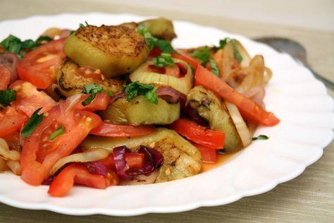 Армянская кухня. Салат из баклажанов и помидоров оказался настолько вкусным, что захотелось готовить его еще и еще! :)