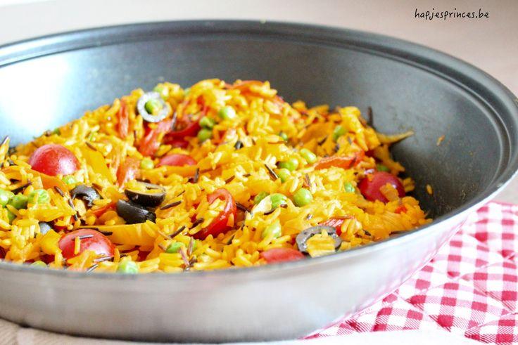 Dit recept komt uit het kookboek van Ottolenghi Plenty. Zijn boek staat vol gezonde recepten. Deze keer maak ik de groentepaëlla Ottolenghi. Heerlijk en gezond recept.