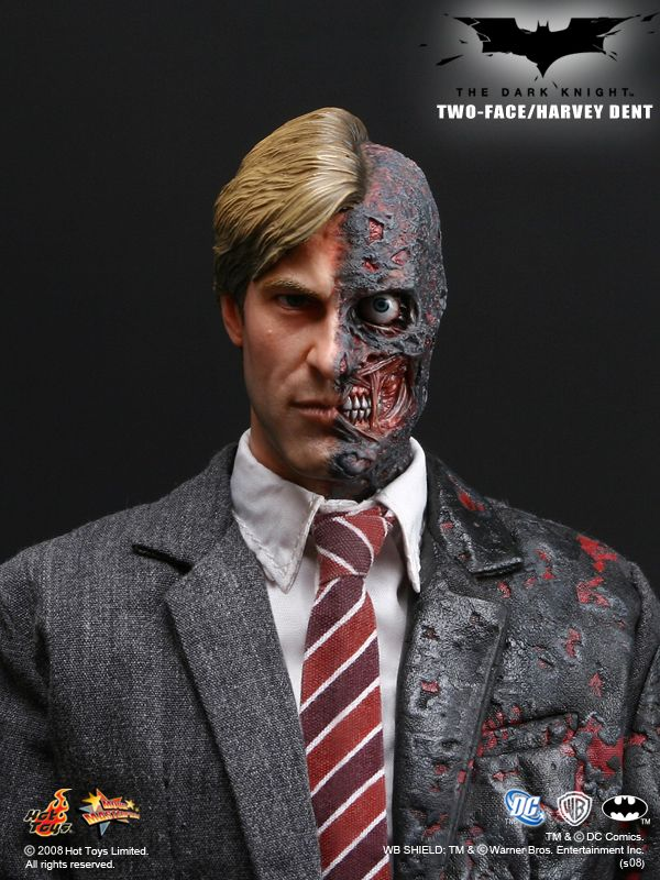 Hot Toys Two-Face/Harvey Dent 1/6th Scale Collectible Figure ...