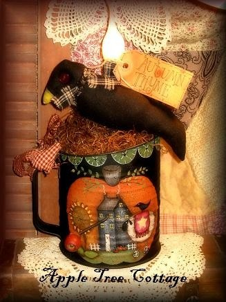 hand painted, vintage Bromwell sifter...Super!