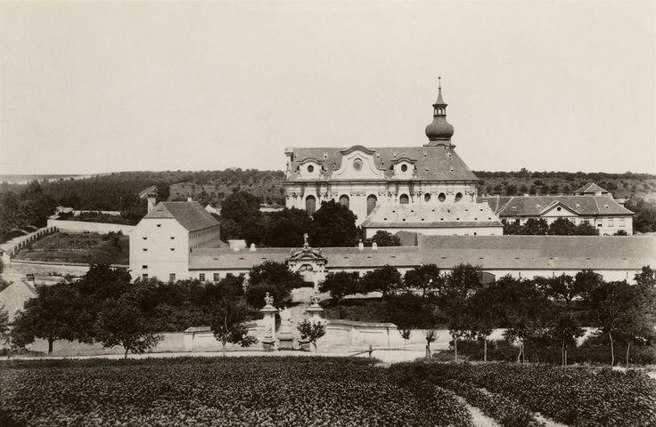 Břevnovský klášter na snímku z roku 1893