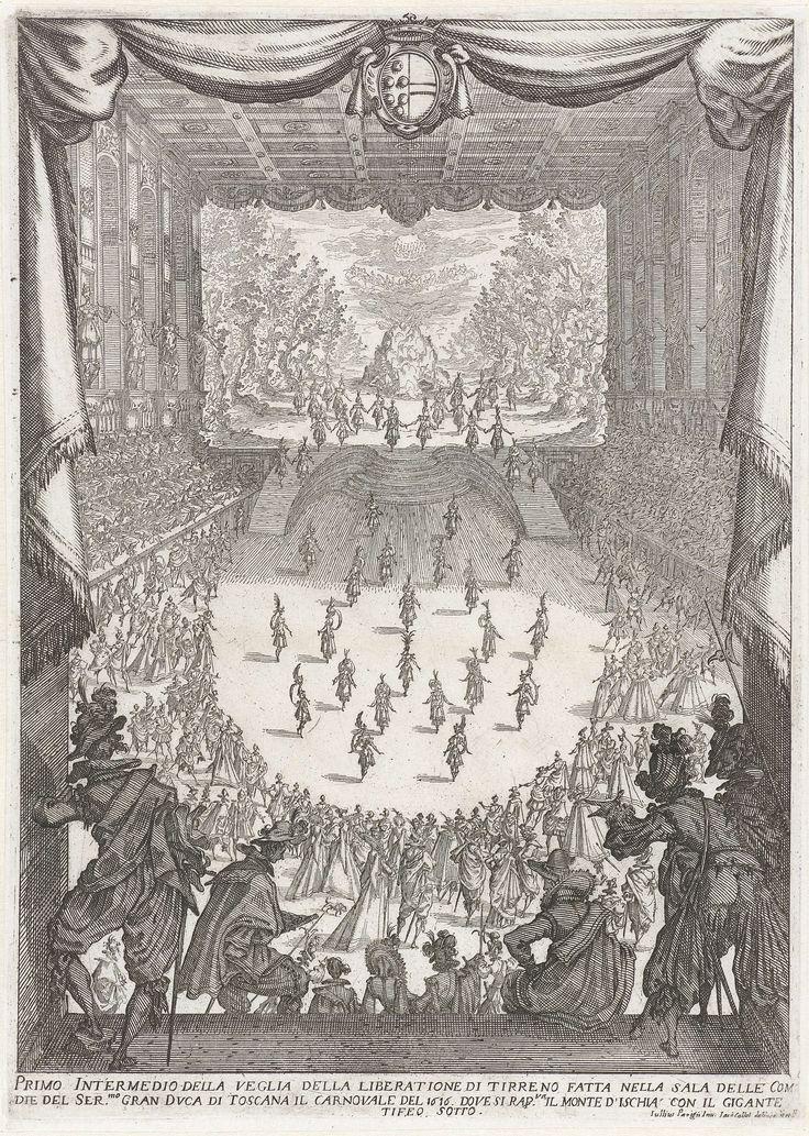 Jacques Callot | Eerste intermezzo: de reus Typheus (Typhon) onder de berg Ischia, Jacques Callot, 1617 | Gezicht op de Sala delle Commedie in de Uffizi, alsof de beschouwer vanuit een groot raam of een galerij met opengetrokken gordijnen kijkt. Vele fraai geklede toeschouwers zitten op tribunes langs de wanden van de zaal en staan in een halve cirkel op de vloer, rond enkele dansers in het midden. Op de achtergrond een verhoogd toneel waarop een grote rots te midden van vele bomen te zien…