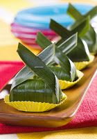 indonesian food recipes: Lemper Ayam (Chicken wrapped in sticky rice)