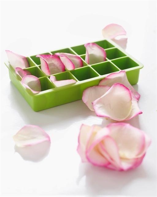 CUBITOS DE HIELO CON PETALOS DE ROSAS (Rose Petal Ice Cubes) #ideas