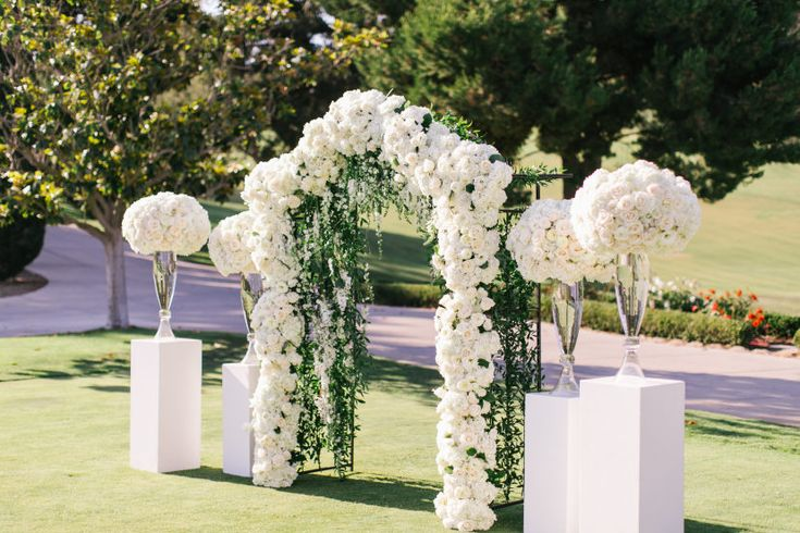 Three Jaw Dropping Indoor Banff Wedding Ceremonies: Glamorously Chic Outdoor California Wedding With All White