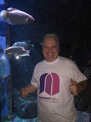 Ο διάσημος σχεδιαστής Τιερρύ Μαρτέν, στο Ντουμπάι. Ο Τιερρύ Μαρτέν είναι πρεσβευτής της υποψηφιότητάς μας για Πολιτιστική Πρωτεύουσα της Ευρώπης 2021. Τον ευχαριστούμε θερμά.  The famous designer Thierry Martin in Dubai. Thierry Martin is an ambassador of our candidature for European Capital of Culture 2021. We are grateful to him.