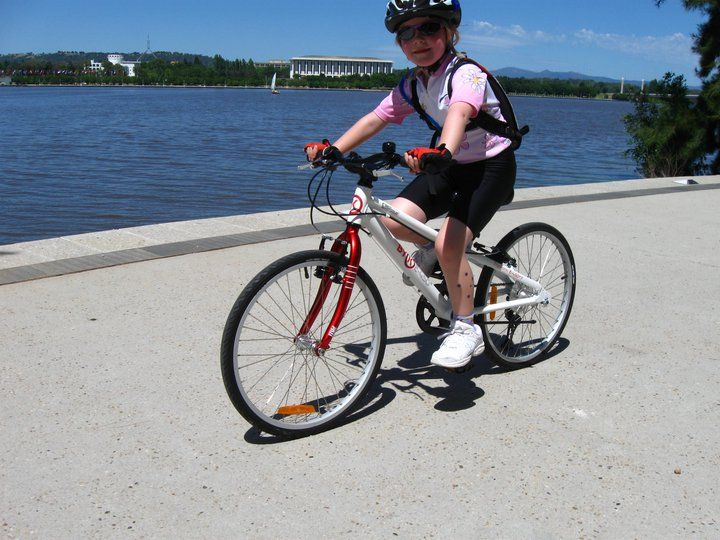 Family ride along the R.G.Menzies path in Canberra. Here we have an almost 7 year old girl on her goregous red E450 ByK Kids Bike