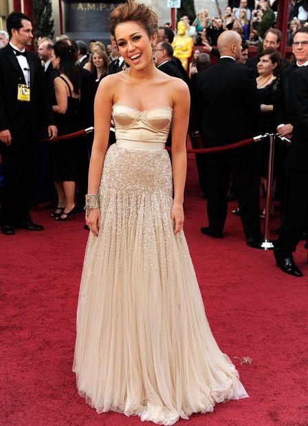 Especial Vestidos de Festa   Miley Cyrus veste Jenny Packham