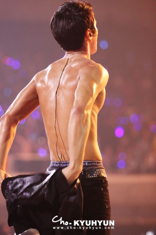 Another Siwon without his shirt / I'm not a perv, I swear.: Fantastic Baby, Si Ta Chulo Won, Asian Wave, Siwon Choi, Choi Si Won, Pretty Asian, Choi Siwon, Asian Boys, K Addict Fantastic