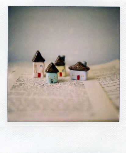 I've been wanting to get some of these mini houses for the longest time. I think I'm just going to have to do it one of these days. They're SO cute!