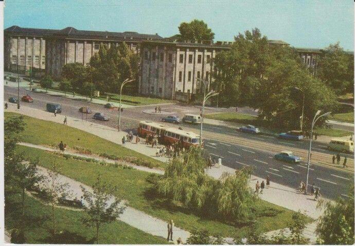 Muzeum Narodowe fot. A. Kaczkowski, P. Mystkowski  poniżej Aleje Jerozolimskie, pocztówka,ze zb. własnych 1967