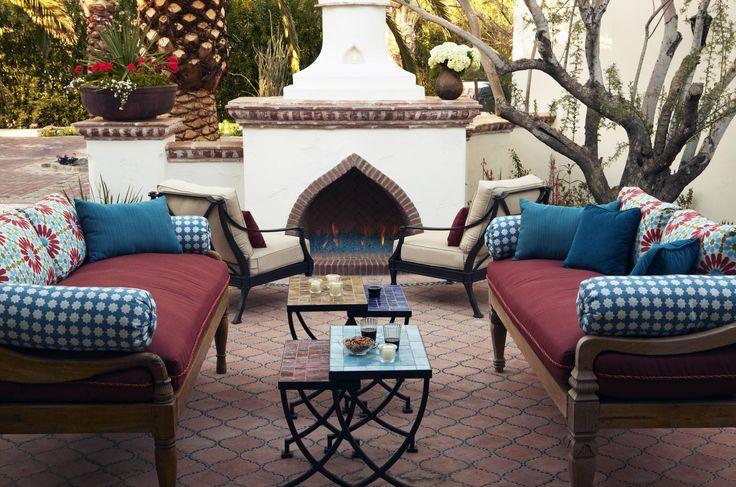 Carson Poetzl Inc. - Valley Vista ResidenceCarson Poetzl, Modern Interiors Design, Patios Design, Home Interiors, Design Ideas, Outdoor Fireplaces, Outdoor Spaces, Black Rodgers, Mediterranean Patios