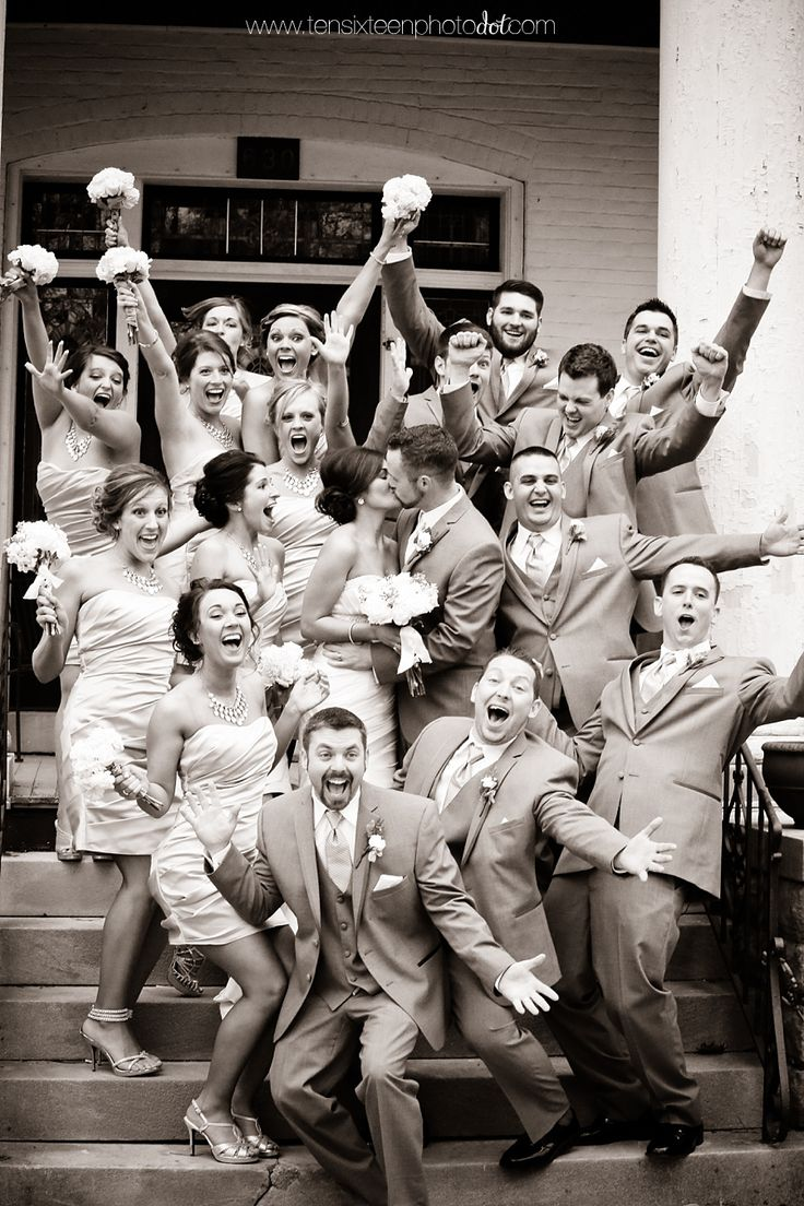 This is such a fun wedding party photo! we ♥ this