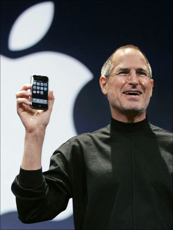 2007: Steve Jobs unveiling iPhone to the world