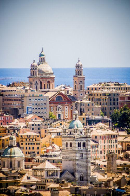 Genova, cidade mediterran colorido à beira-mar - Itália