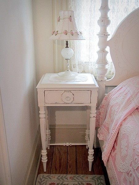 best 25 shabby chic bedside tables ideas on pinterest. Black Bedroom Furniture Sets. Home Design Ideas