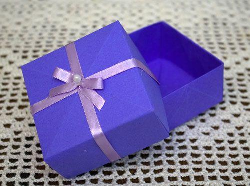 Como fazer uma caixinha de presente usando origami.: Caixa Presente, How, Caixinha De, Fazer Caixinha, Dobradura De, Box, Fazer Caixa, Make, Em Dobradura