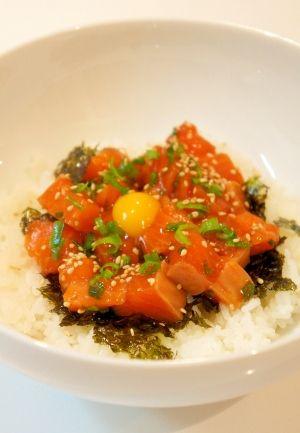 ごま油の風味が美味しい♪簡単☆サーモンユッケ丼 レシピ・作り方 by すたーびんぐ|楽天レシピ
