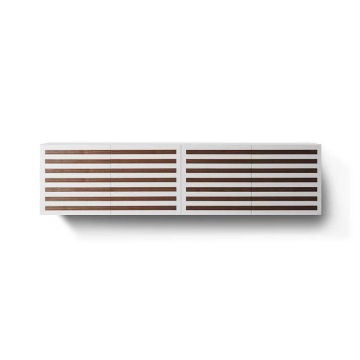 Articolo: MB520Nell'arredamento della cucina, del soggiorno o del salotto non può mancare una madia, una soluzione classica e moderna al tempo stesso per tenere in ordine la stanza. Line/2 è una credenza sospesa, un elemento d'arredoaltodal design minimale,laccata bianco opaco con inserti in legno di noce canaletto effetto grezzo. Sono comprese le staffe per fissaggio a muro.4 ante battenti garantiscono moltissimo spazio per contenere i tuoi oggetti. Scopri altri elementi d'arredo in…
