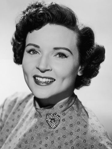 A beautiful portrait of a young Betty White. vintage actresses