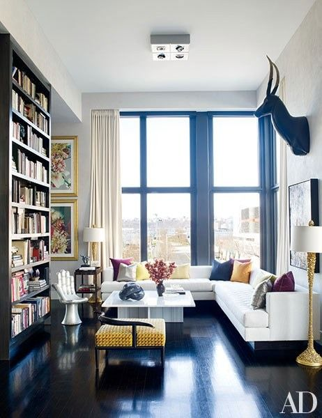 In the sitting area of his New York City living room, Jamie Drake mixes distinct elements such as a 1950s lacquer low chair and gold-leafed floor lamps by the Alpha Workshops | archdigest.com