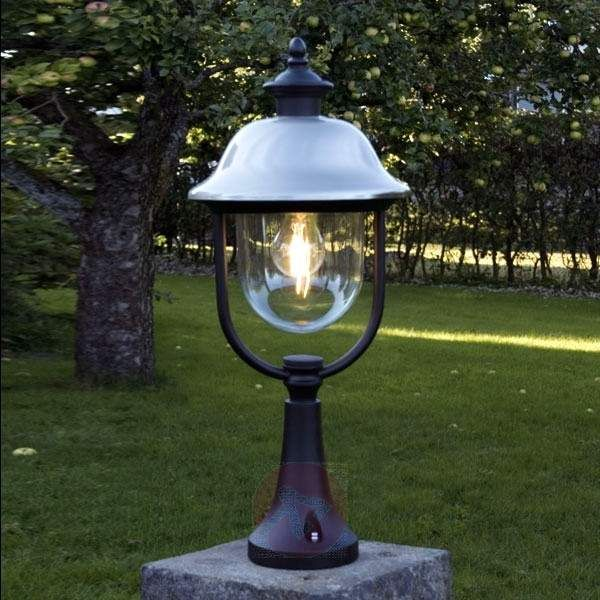 Intramontabile lampada con piedistallo PARMA. Dai un'occhiata sullo shop online n.1 in UE, Lampade.it ! Numero articolo: 5522142