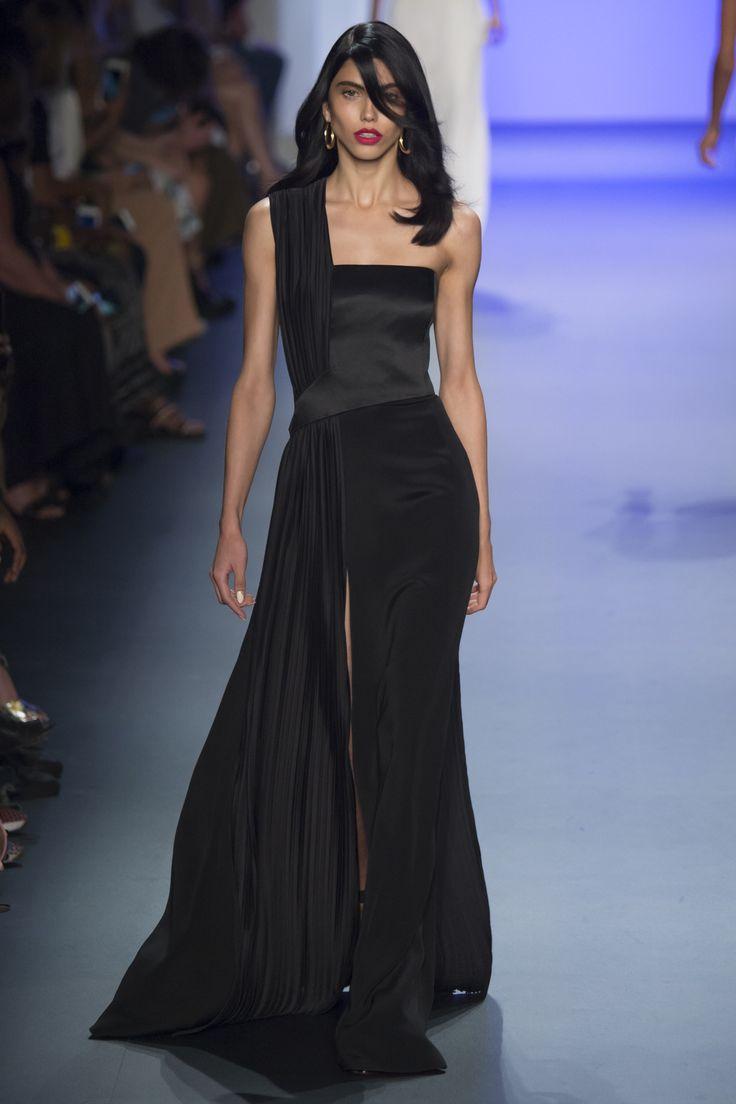 Vergara or Catherine Zeta Jones. Cushnie et Ochs Spring 2017 Ready-to-Wear Fashion Show - Diana Galimullina